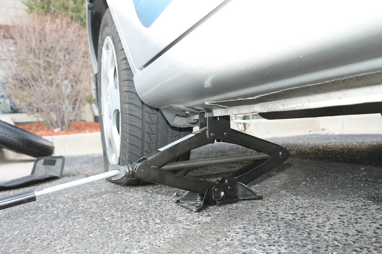 Tips To Remove Flat Tyre Easily from Your Car