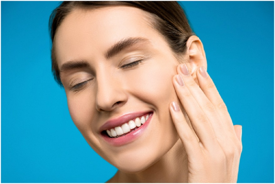 How are missing teeth replaced?