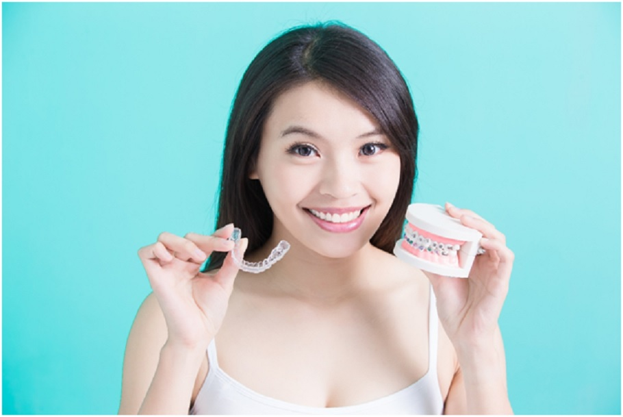 Straighter teeth and a wider smile with Invisalign